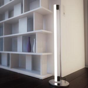 Lampade a terra e scrivania